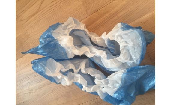Бахилы двойные бело голубые (4 гр.) 40 мкм (микрон)