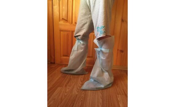 Бахилы (носки) нетканые, голубые высокие на завязках плотные 50 гр./м2